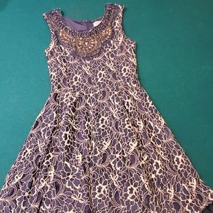 Stunning girls lace dress w/ intricate embroidery